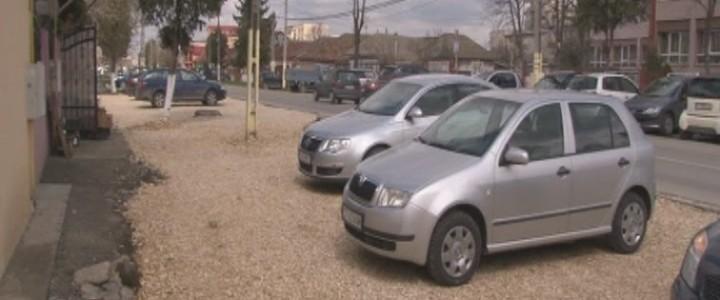 (VIDEO) Noi parcări și străzi asfaltate în Năvodari